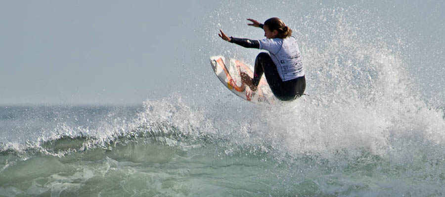 Sally Fitzgibbons surfing ASP